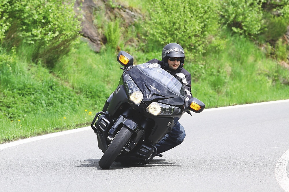MH Test: Honda Gold Wing F6B