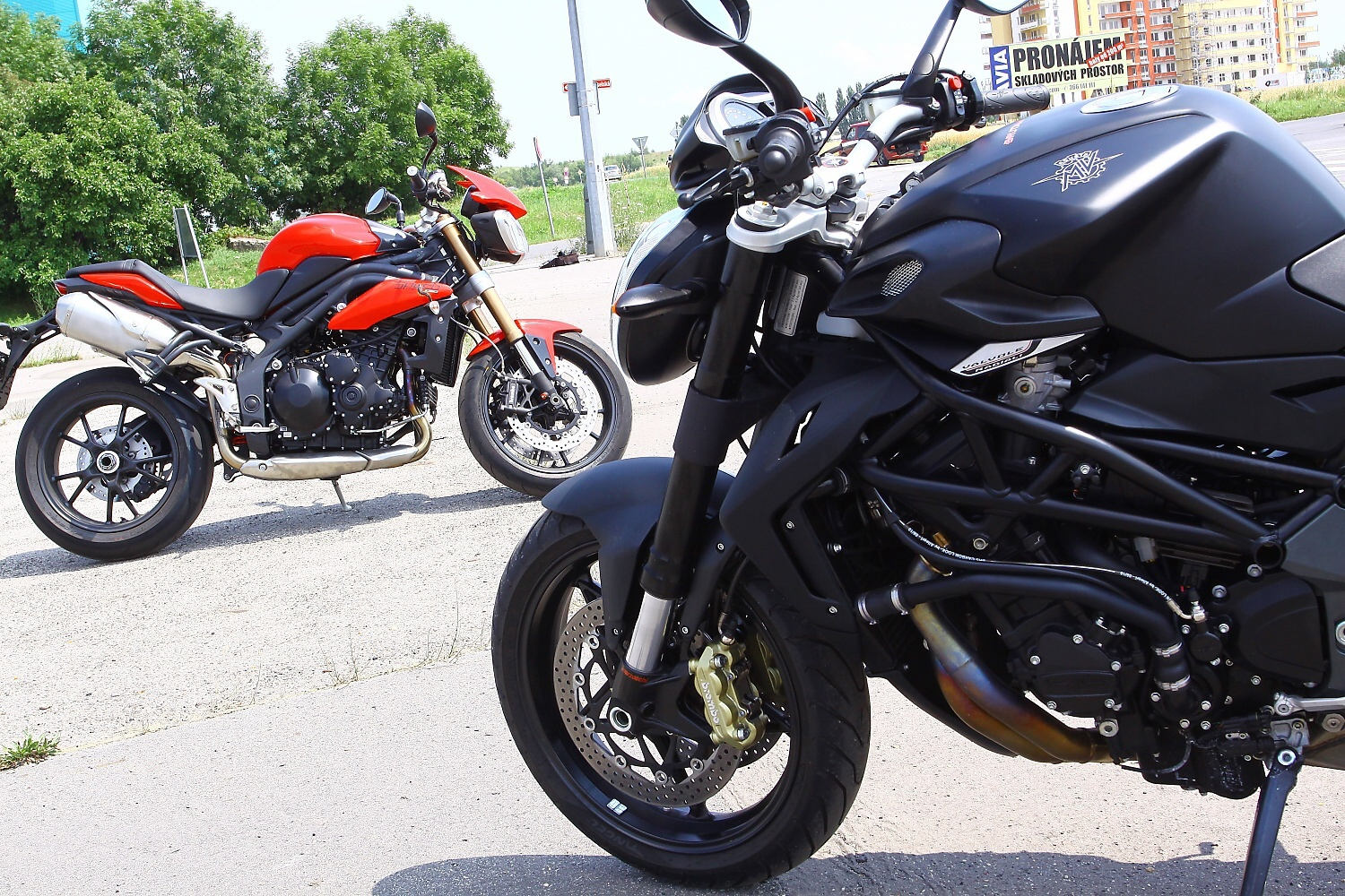 MV Agusta Brutale 920 vs. Triumph Speed Triple