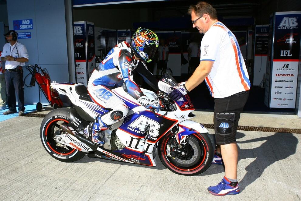 MotoGP: Abaja si ze zmoklého Silverstone veze devatenácté místo