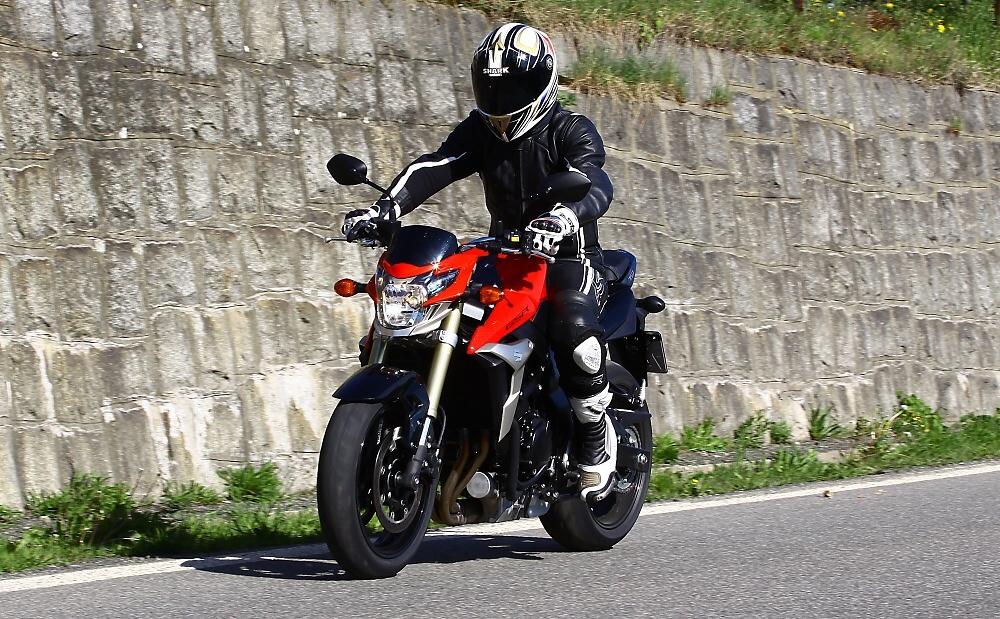 TEST: Fantasticky hravá Suzuki GSR750