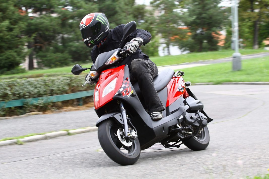 Brněnský okruh rozjíždí Skútr motoškolu