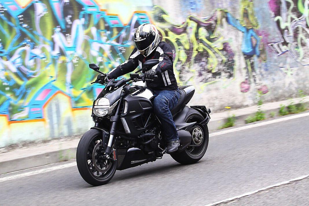 Ducati Diavel Cromo: bejček v akci