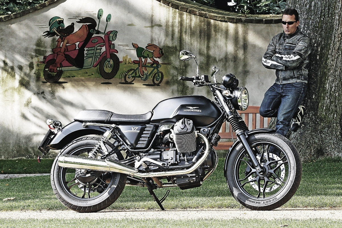 test moto guzzi v7 stone motohouse. Black Bedroom Furniture Sets. Home Design Ideas