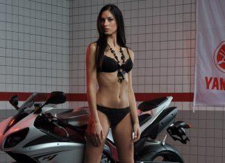 Veronika a Yamaha R1