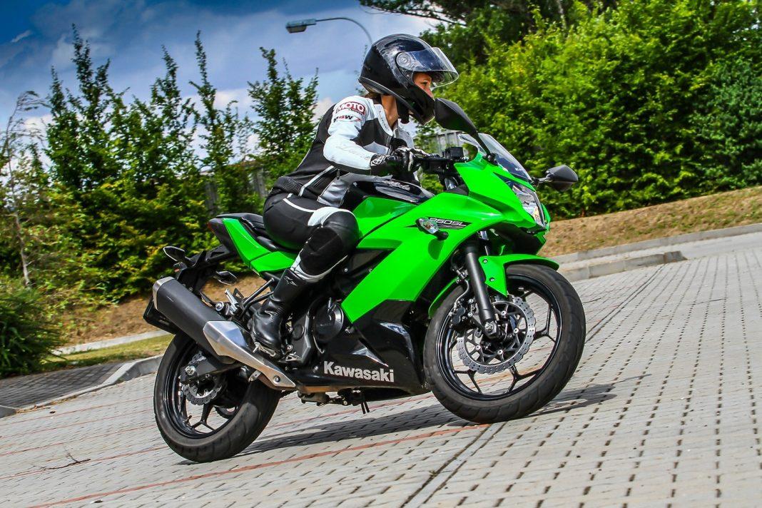 Kawasaki Ninja 250SL: Gimkhama pro Janu