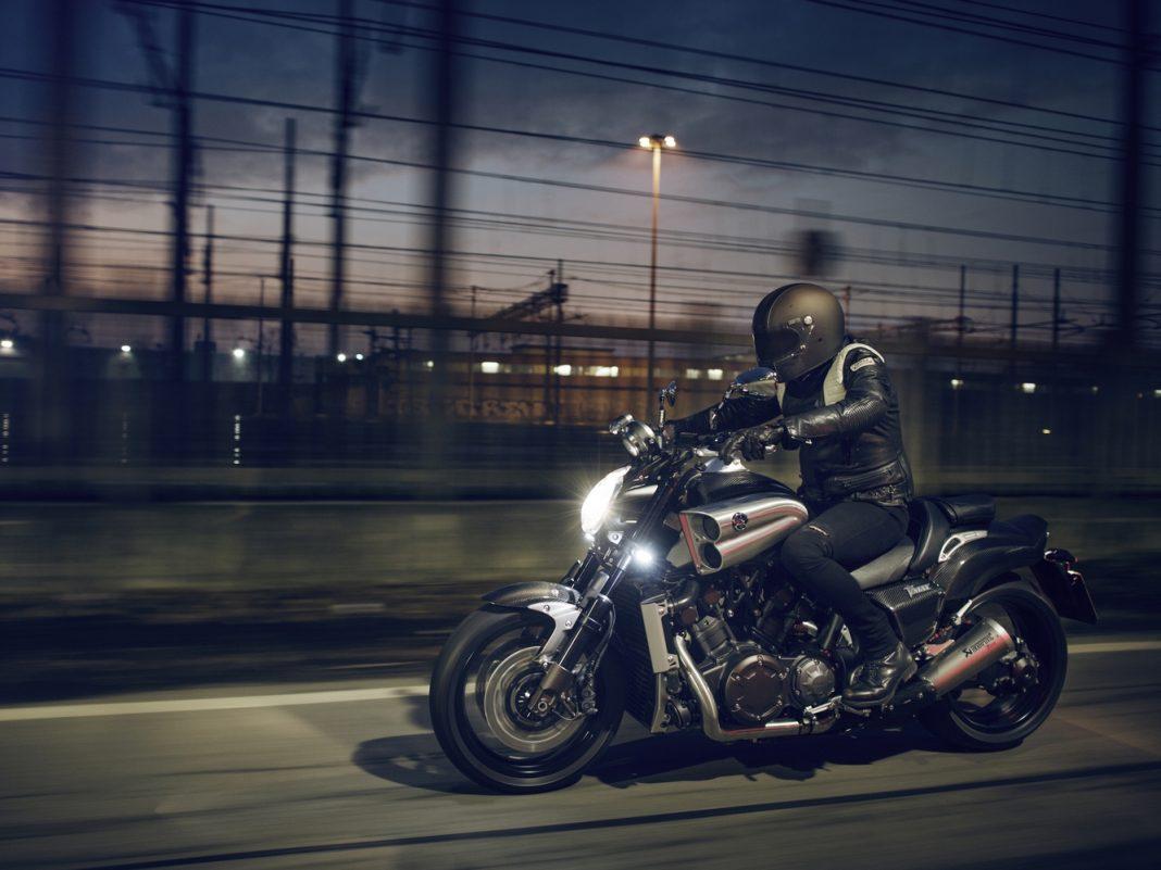 Yamaha oslavuje se speciální edicí VMAX Carbon