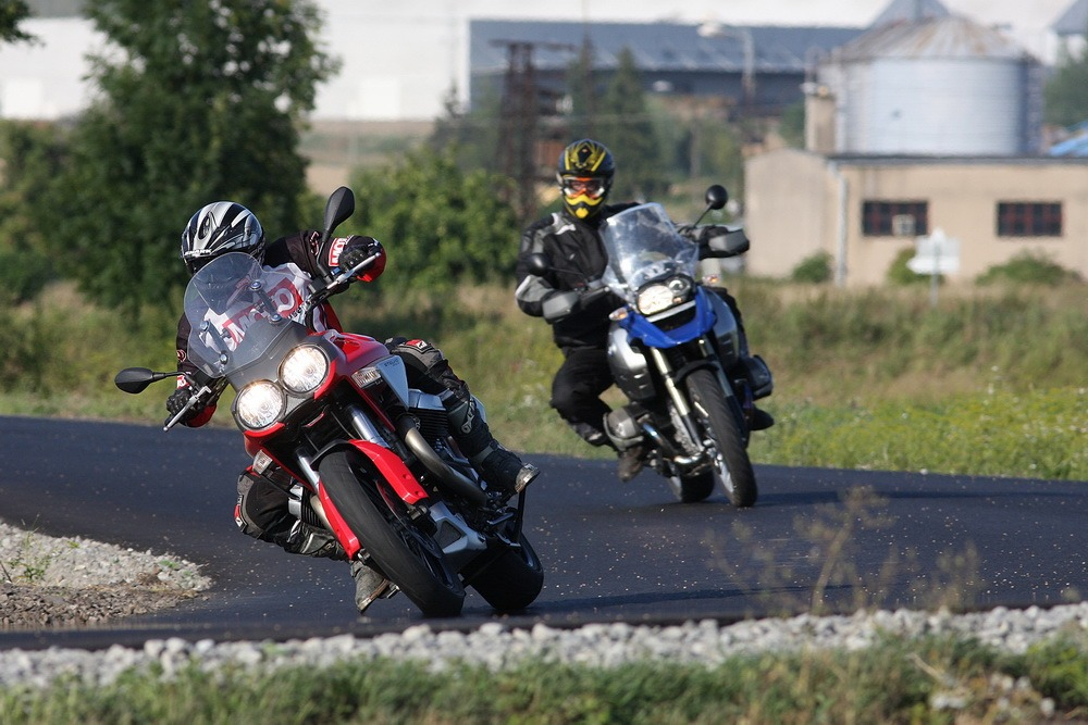 Test z archivu: BMW R 1200 GS vs. Moto Guzzi Stelvio