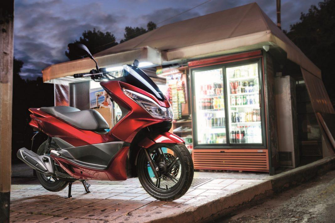 Honda PCX 2017: bestseller v novém kabátu