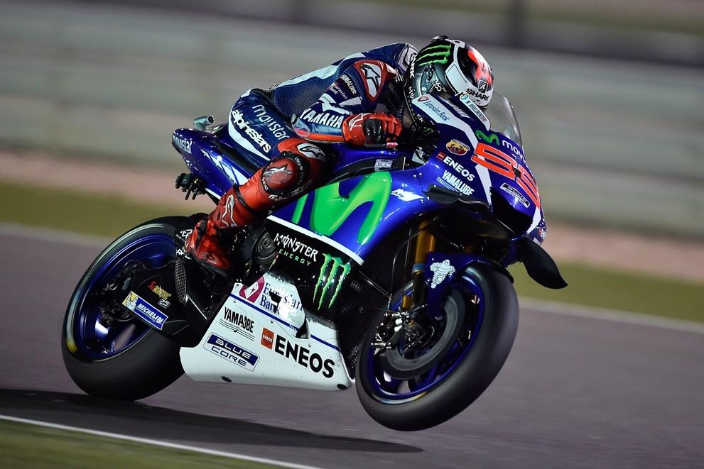 MotoGP Katar: Chlapci od Yamahy drží 1. a 2. místo
