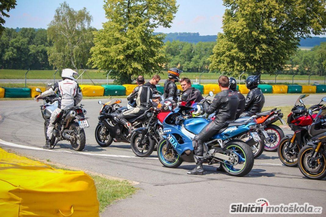 Silničnímotoškola.cz: Užijte si motoškolu a volné jízdy 8. září 2015