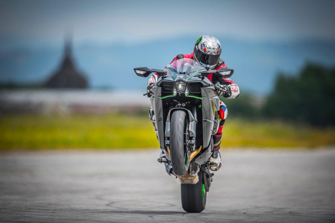 Exklusivní první jízda - 2015 Kawasaki H2 + doplněno VIDEO