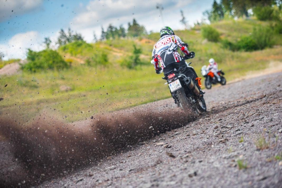 TOP srovnávací test: KTM 1190 Adventure vs. KTM 1190 Adventure R