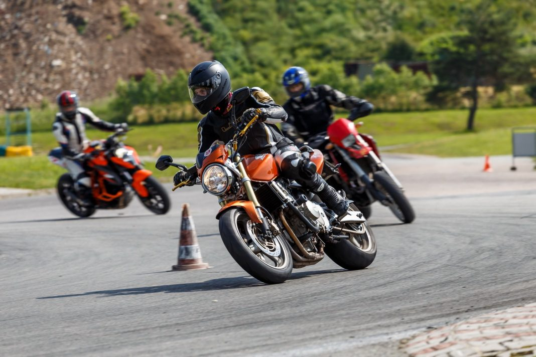 Zlepši svou jízdu díky Silniční motoškole