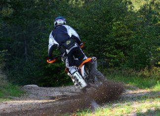 Jak jezdit enduro: pozice jezdce na motorce