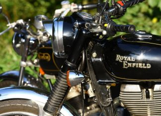 RETRO: Royal Enfiled Bullet Electra EFI  vs. Norton Commando 750