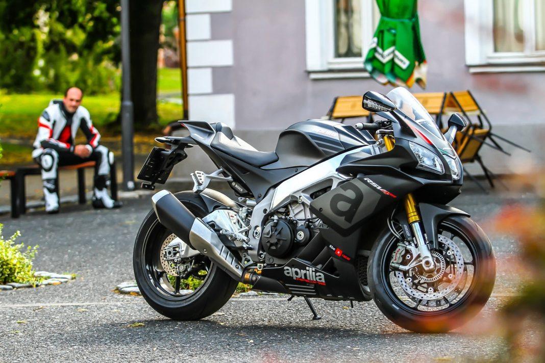 MH TEST: Aprilia RSV4 RR vs. Ducati Panigale 1299