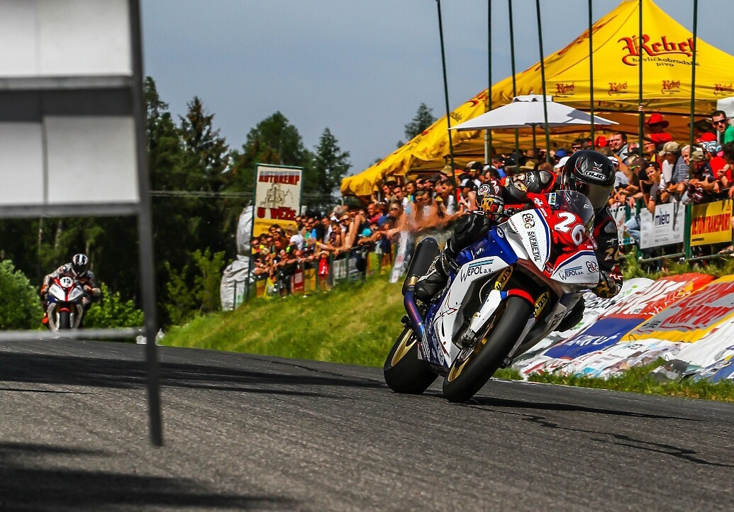 300 ZGH Hořice 2016 – this is Czech road racing...