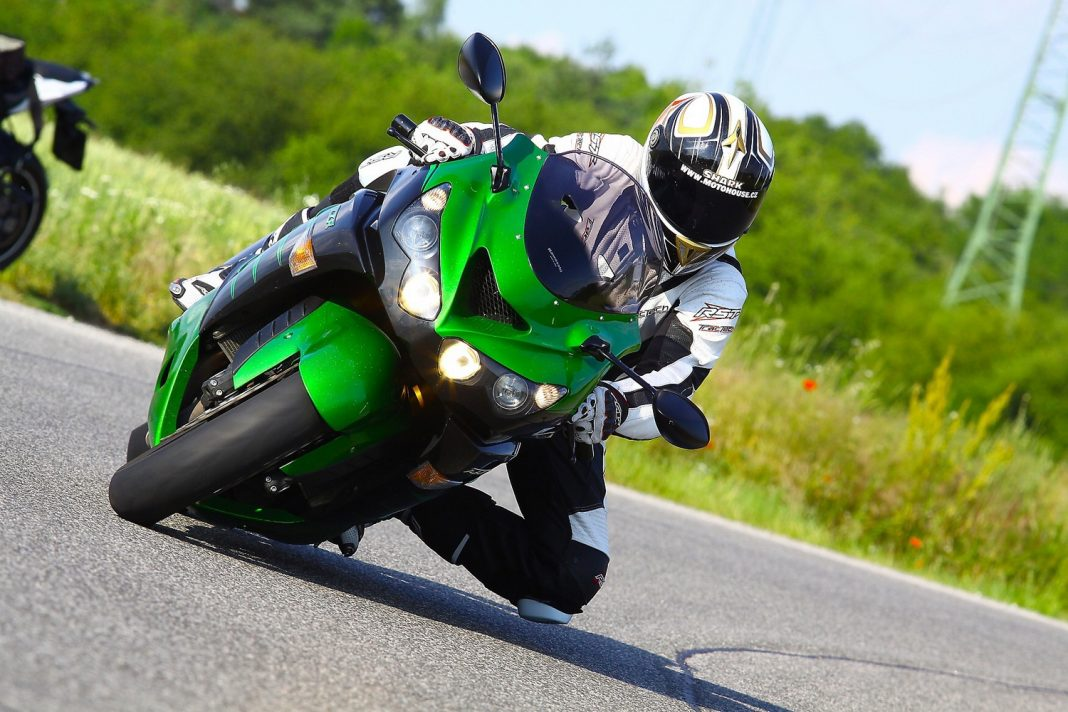 TEST: Kawasaki ZZR1400 Performance Sport