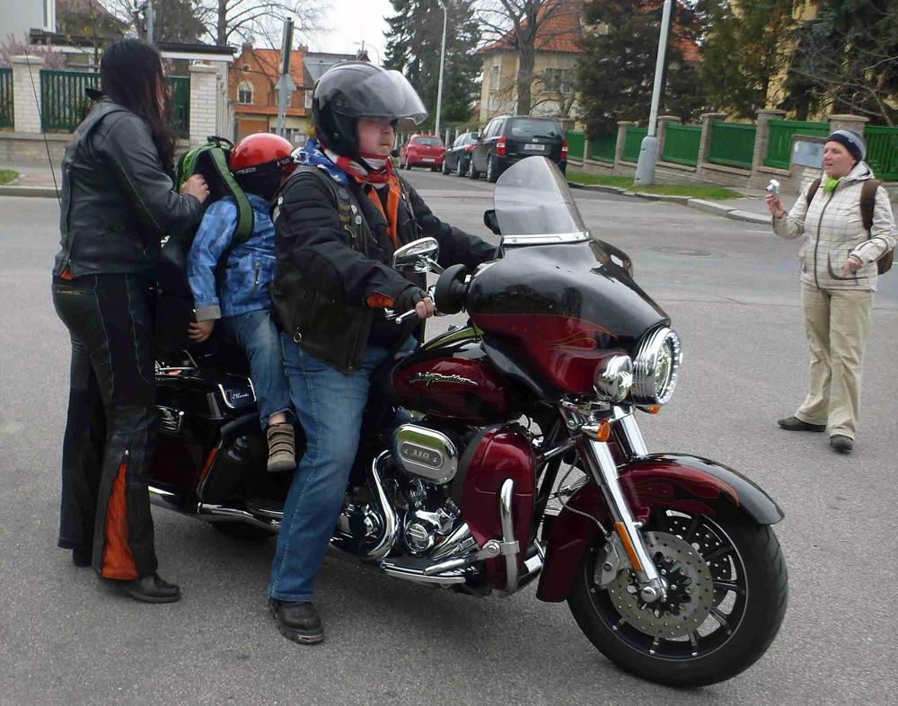 Harleye pomáhaly postiženým