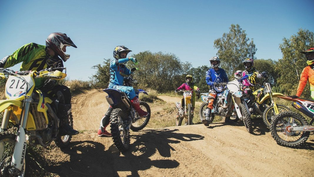 Podmol bude pořádat kemp pro nováčky: chcete si vyzkoušet salto na motorce?