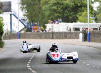 Na Manu znají své vítěze už i v prvním závodě sidecarů + video