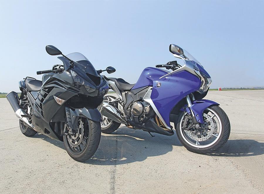 MH TEST: Honda VFR1200F vs. Kawasaki ZZR1400