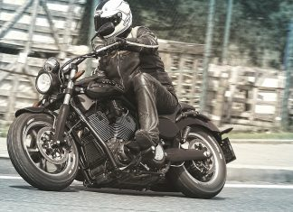 Victory Judge: Tvrdý chlap přeci musí jezdit na tvrdý motorce…