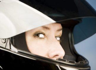 Servis pro motorkáře na Grand Prix: střežené parkoviště uvnitř areálu....