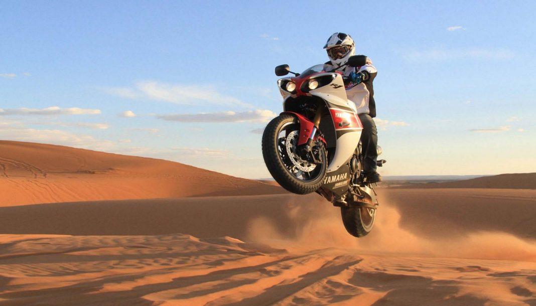 Yamaha YZF-R1 2012 v písečných dunách